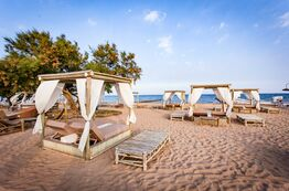Picture Sunbathing and relaxing for Pareus Beach Resort Caorle guests on Baia Blu beach.